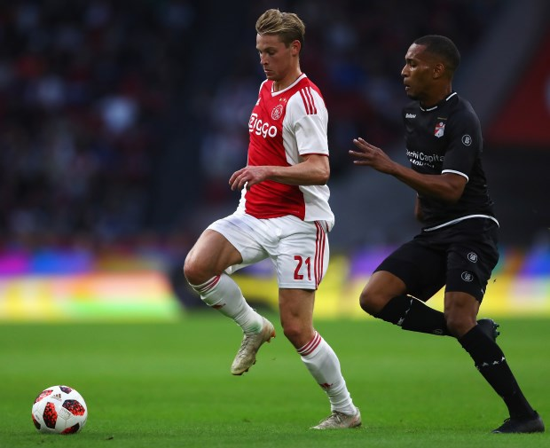 Real Madrid and Manchester United in the race for De Jong