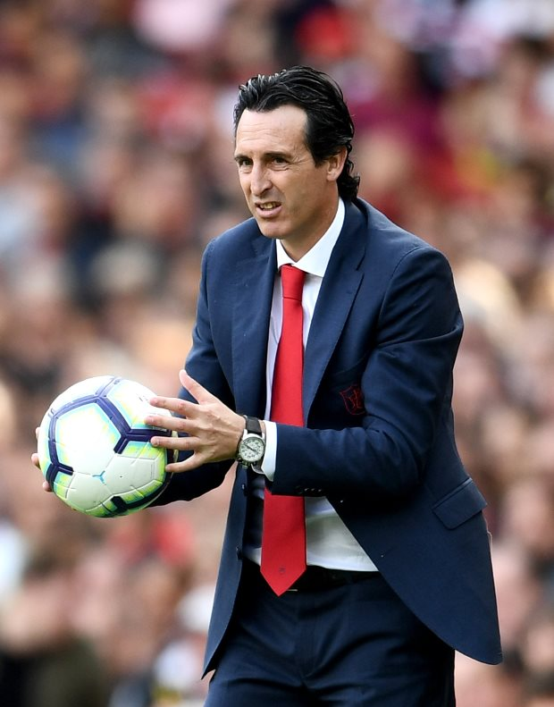 Arsenal chiefs fully behind Emery's Ozil handling