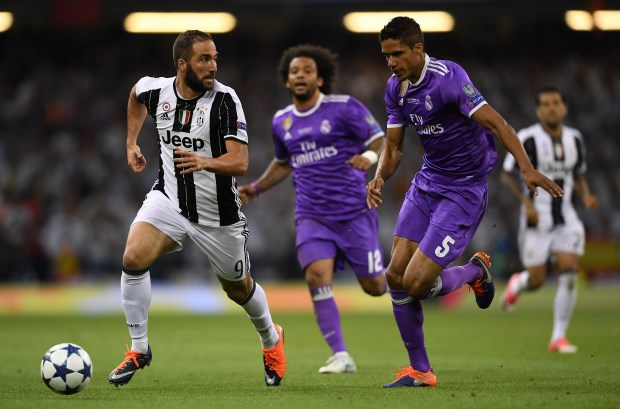 Gonzalo Higuain: Chelsea make £88m bid for Juventus star