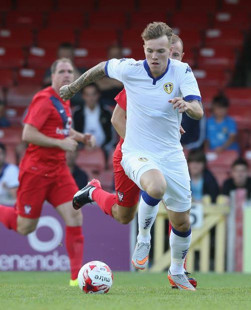Lee Erwin: Kilmarnock sign former Motherwell striker