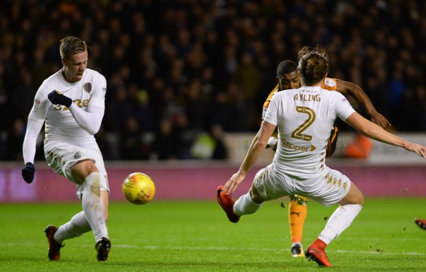 Wolves pull clear in Championship with drubbing of 10-man Leeds