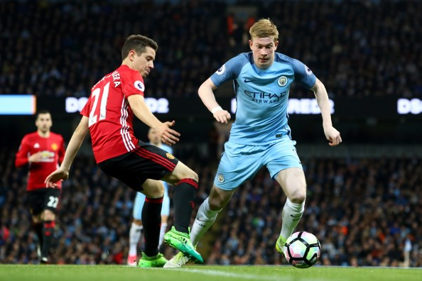 Fellaini sent off as Manchester United, City draw blank