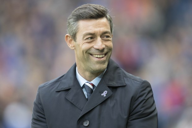 Rangers manager Caixinha bans green boots